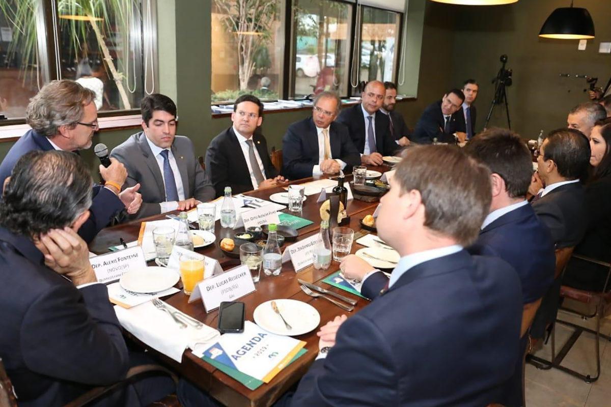 Ministro Paulo Guedes afirma que abertura econômica será gradual